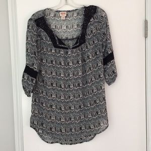 Mossimo printed blouse with lace detail